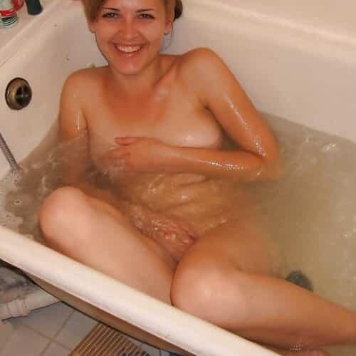 Zu zweit wäre es sicher geiler in der Badewanne