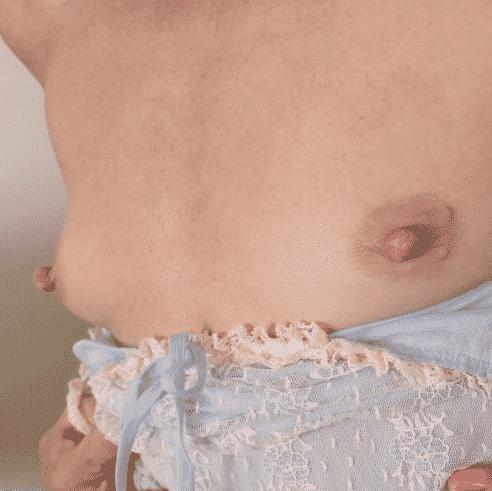 Reife Frau, kleine Titten sucht Sexkontakte in Freiburg